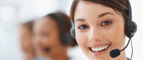 mulher trabalhando com serviço de atendimento ao consumidor em agencia de marketing digital